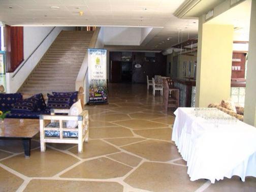 חיפוי אבן באולם אירועים
